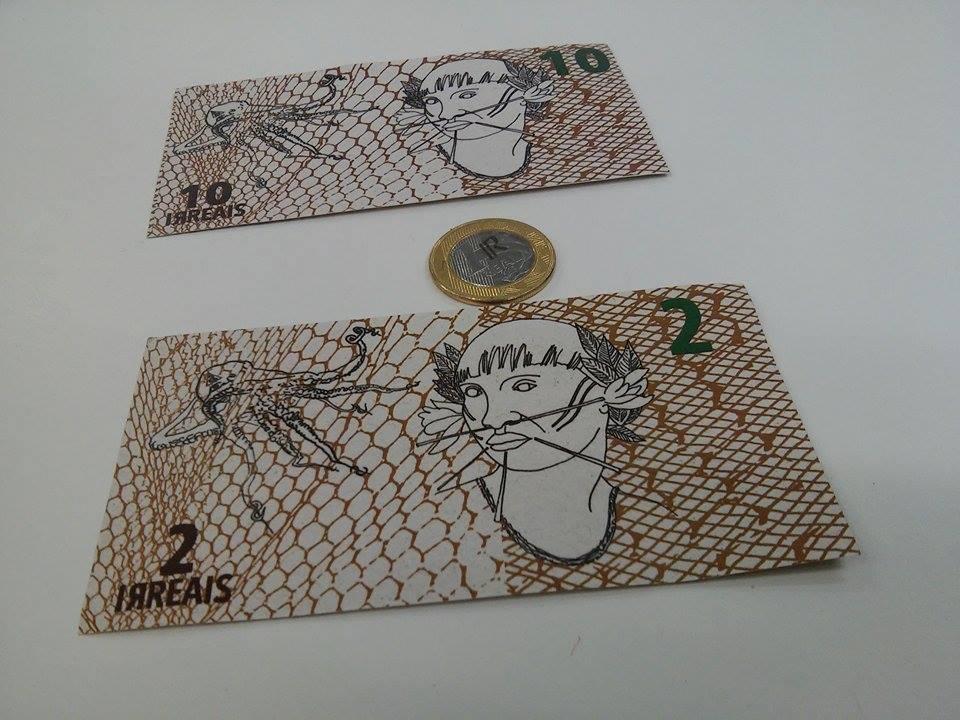 Representação em notas e moeda do irreal, criada para as transações do Banco dos Irreais (Crédito: Pedro Diego Rocha)