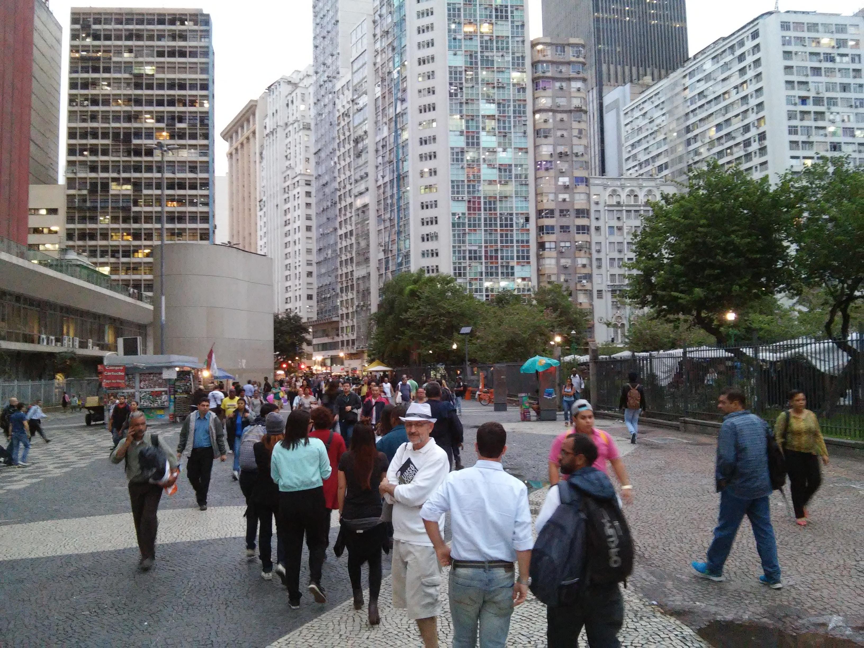 Grupo no passeio pelo Largo da Carioca (Crédito: Pedro Rocha)