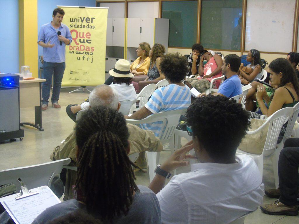 O empresário e articulador cultural Leo Feijó em palestra na UQ (Crédito: Marcelo Ostachevski)
