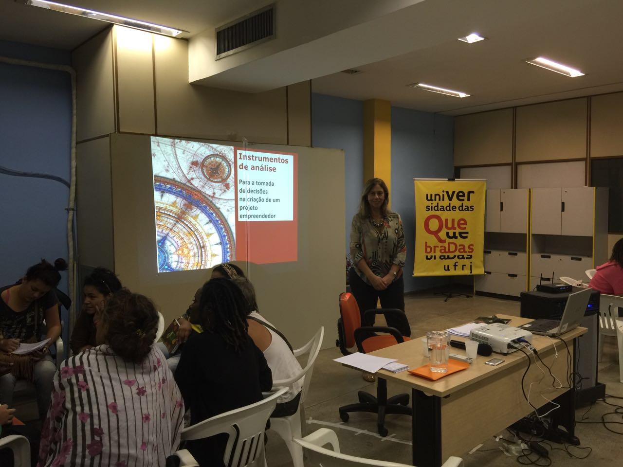 Professora Sandra Korman em aula na UQ (Crédito: Fernanda Reis)