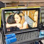 """Ruth Cherem (primeira à esquerda) e as atrizes Taianne Raveli e Sarah Nascimento em cena do filme """"Ponho a Mão no Fogo"""" (Crédito: Reprodução Facebook)"""