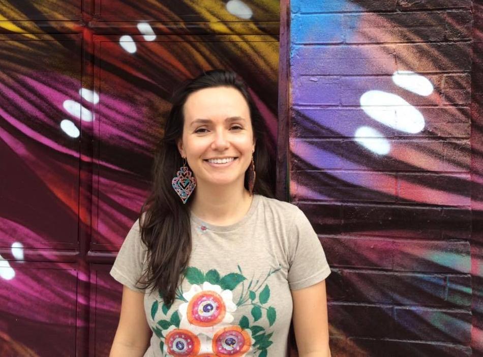 Samanta Sironi, quebradeira, atriz, contadora de histórias e de números (ela também trabalha com Contabilidade) (Crédito : Arquivo Pessoal)